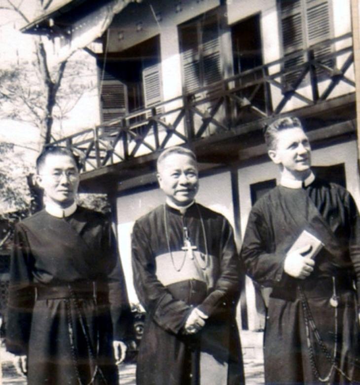 Đức cha Phêrô M. Phạm Ngọc Chi, cha Bùi Quang Diệm, Bề trên Phụ Tỉnh và cha Denis Paquette