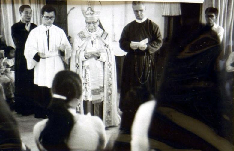 Cha Denis Paquette nhận Giáo điểm Châu Ổ