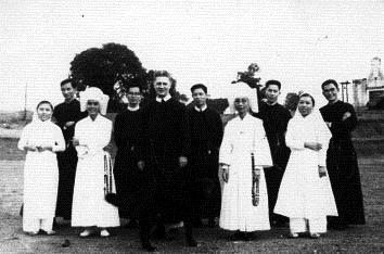 Cha Denis Paquette và các thừa sai Châu Ổ