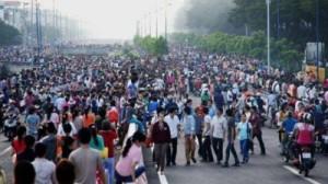 Công nhân công ty giày Pou Yuen biểu tình vào tháng 3 năm 2015 để phản đối luật bảo hiểm xã hội mới